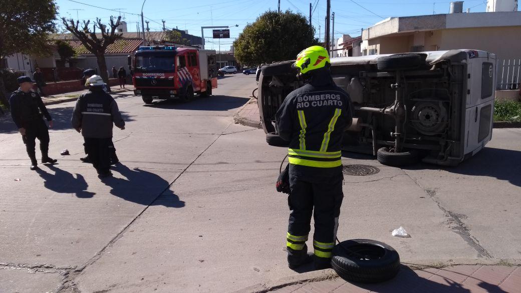 Espectacular accidente sin heridos en la ciudad | Quatro TV ...